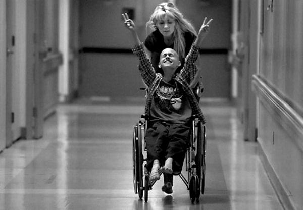 Этому мальчику диагностировали рак. Фотограф наблюдал, как болезнь меняет его
