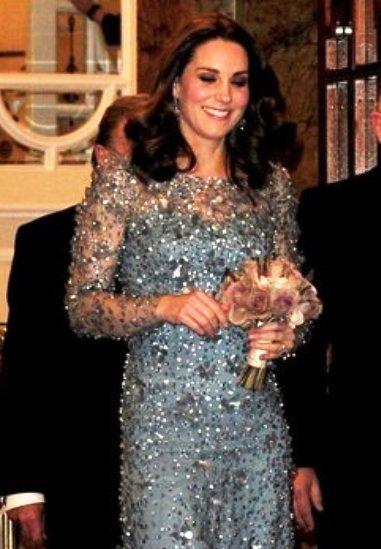 Очаровательно — элегантный вечерний образ герцогини Кембриджской Кэтрин