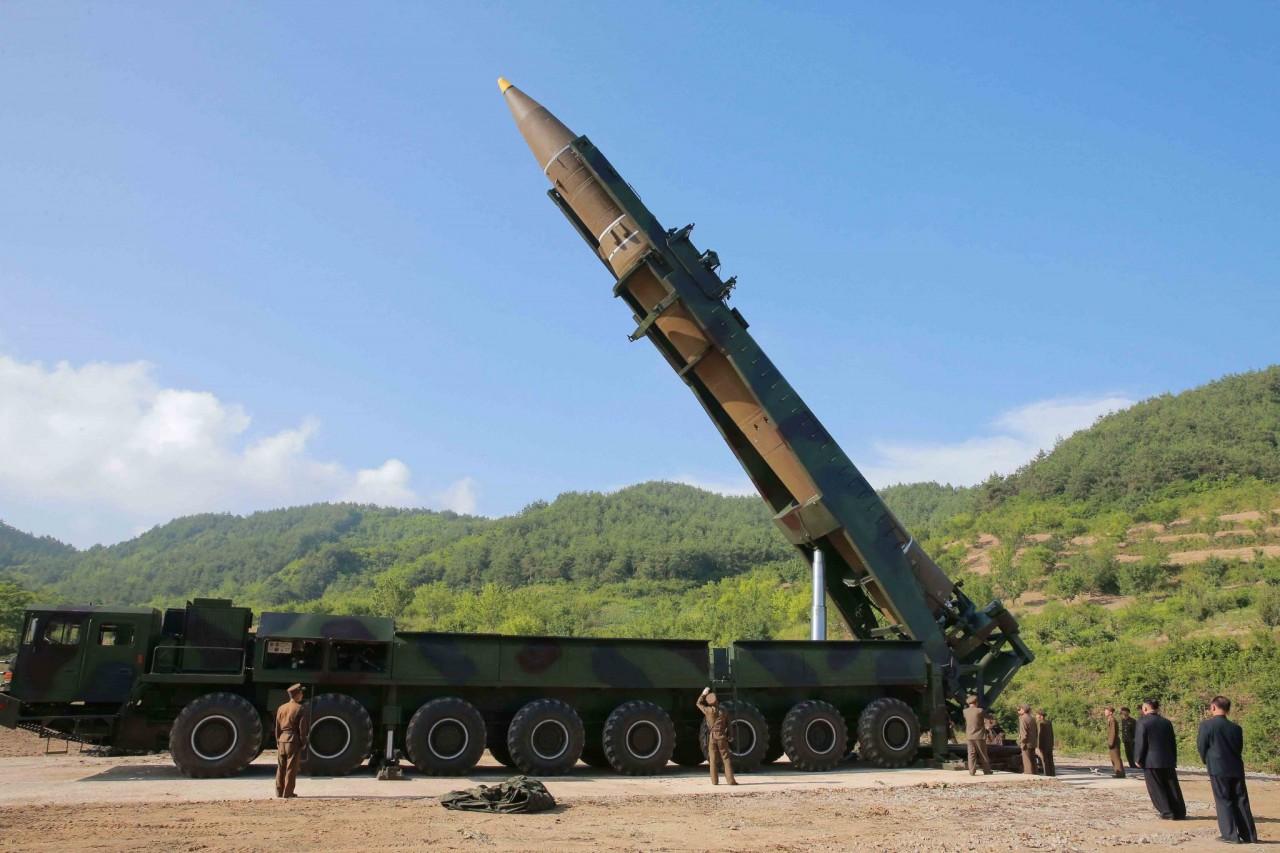 """Успешный испытательный запуск первой северокорейской МБР """"Хвасон-14"""""""