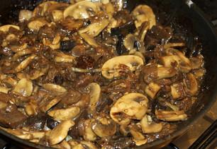 Пирог с овощами и грибами за 15 минут! Помидорчики, баклажаны и очень много зелени…