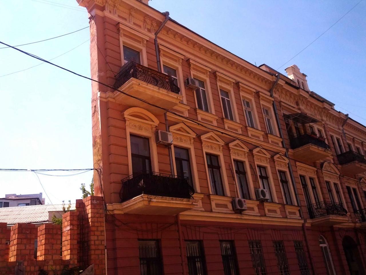 Дом с одной стеной в Одессе