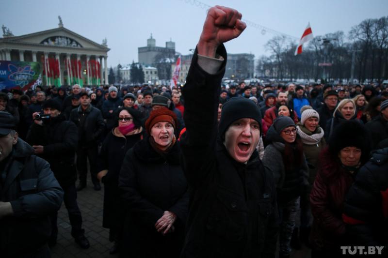 Об этом почему то молчат... Белоруссия бурлит, под Лукашенко закачалось кресло