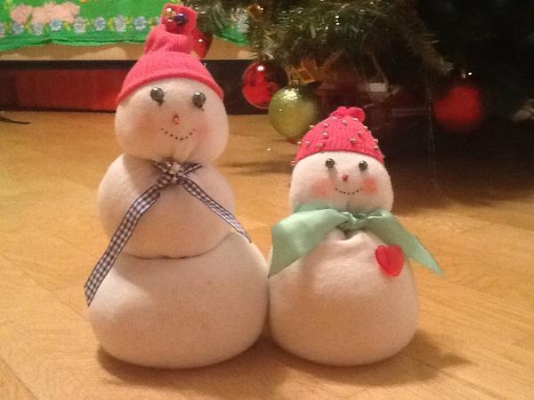Снеговики из 2 мужских носков