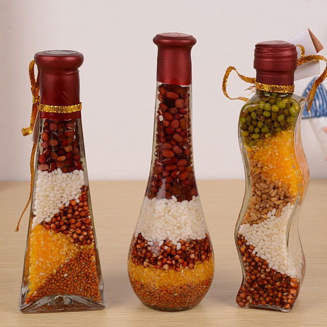 Бутылки необычной формы отлично подойдут для такой техники оформления