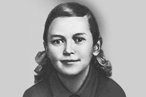 10 января 1944 г. казнена Зина Портнова (17 лет). На допросе она застрелила следователя и еще 2 гитлеровцев