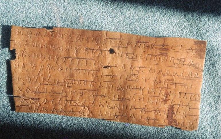 В Великом Новгороде нашли берестяную грамоту c древнейшими знаками препинания