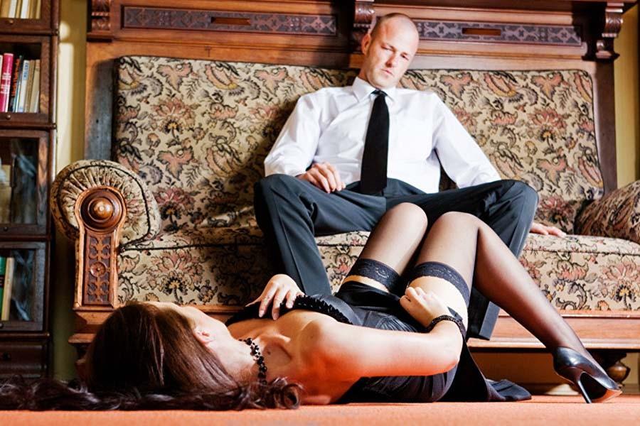 Русская дама красиво соблазняет парня и получает куни