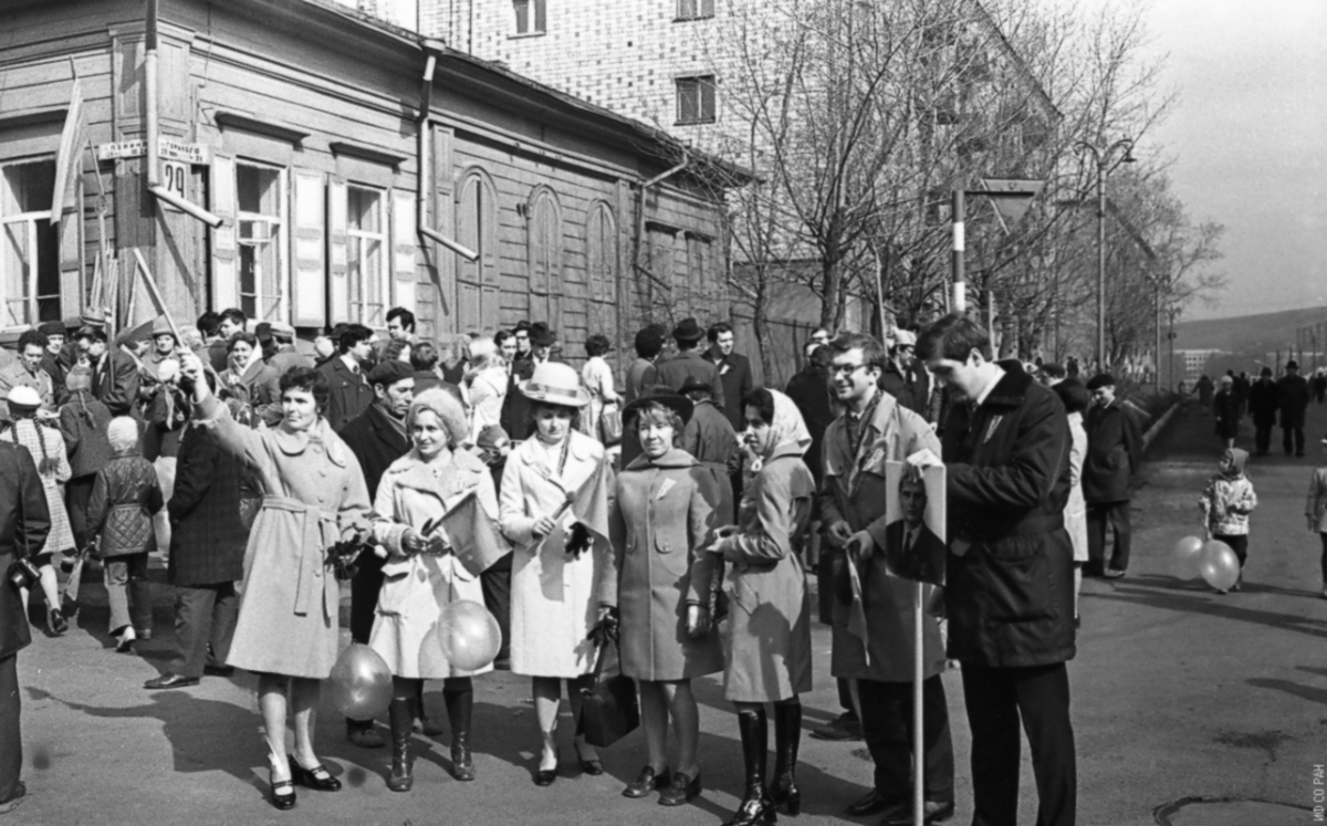 Культурные ценности россии:пушкин - убили лермонтов - убили достоевский - приговорили к смертной казни, потом