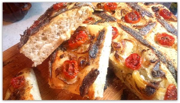 """""""SARDENAIRA""""  или итальянский хлеб с черри и анчоусами"""