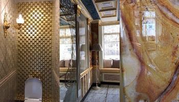 Мраморный туалет с позолотой  появился у руководства ВУЗа в Екатеринбурге