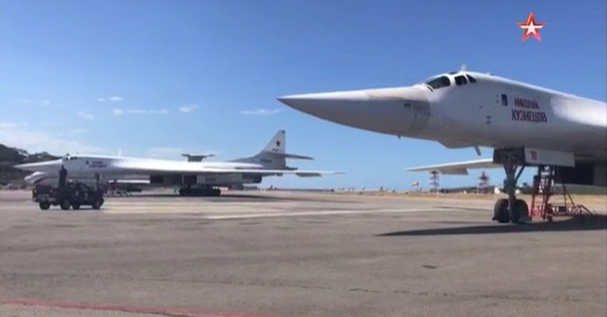 «Белый лебедь» в Венесуэле: «Звезда» публикует кадры приземления Ту-160