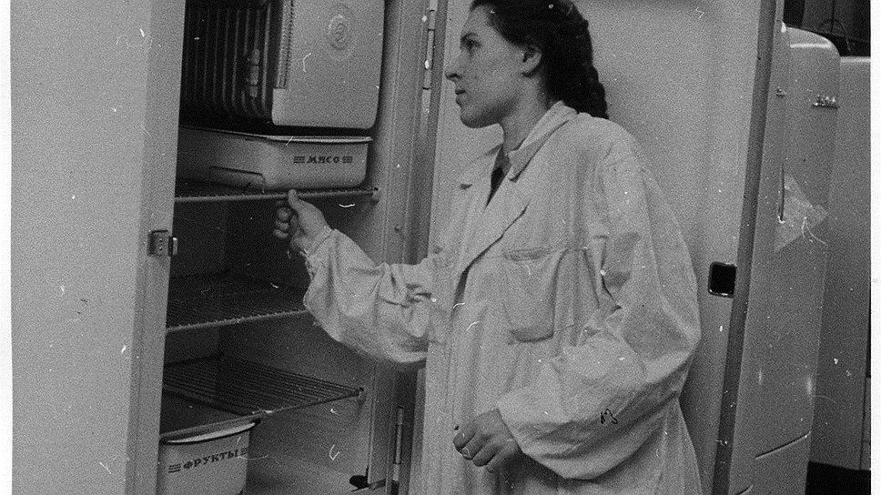 От ценников на холодильники ЗИЛ, продававшиеся втрое дороже затрат на производство, покупателей бросало в жар