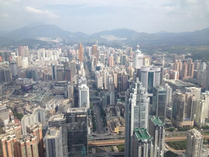 Китайский город Шэньчжэнь, где производится  90% бытовой электроники мира