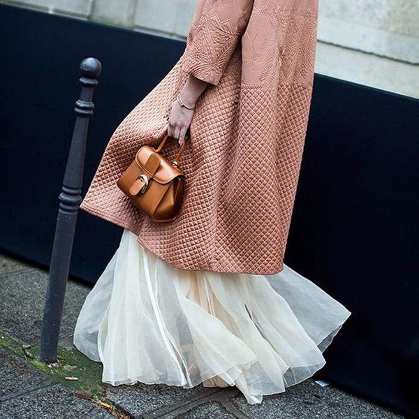 Вечный спор: может ли юбка выглядывать из-под пальто?