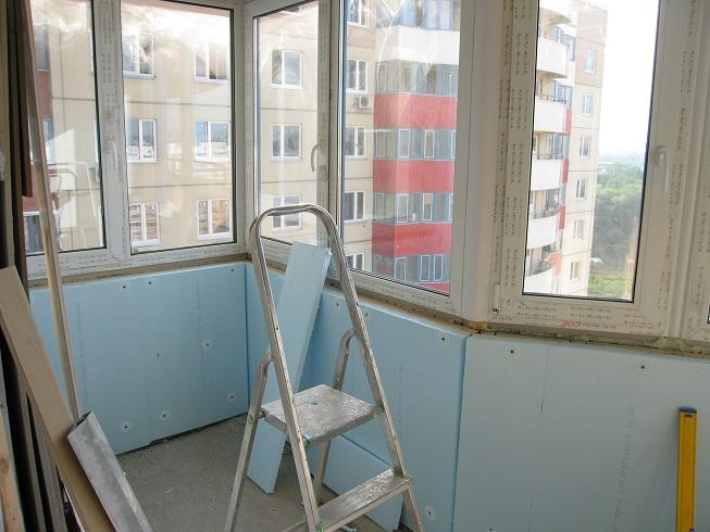 Объединение кухни с балконом.