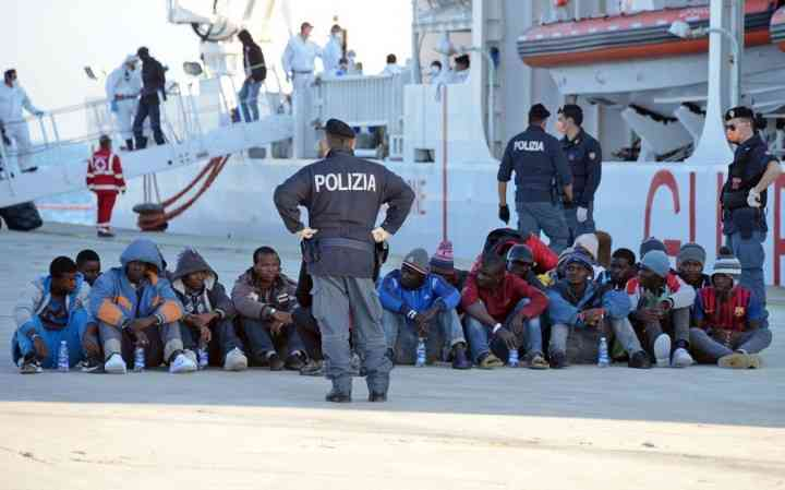 В Италии власти отбирают жильё, чтобы расселить мигрантов