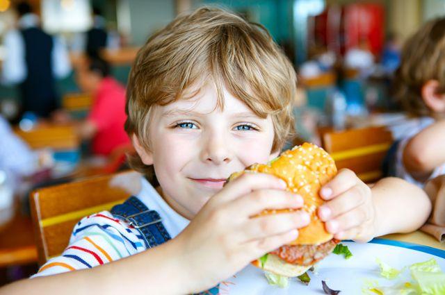 Гамбургер замедленного действия. Что грозит современным детям