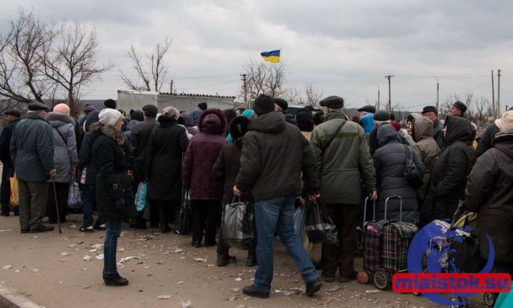 350 жителей Станицы Луганской не успели пройти украинский КПП и ночевали в палатках