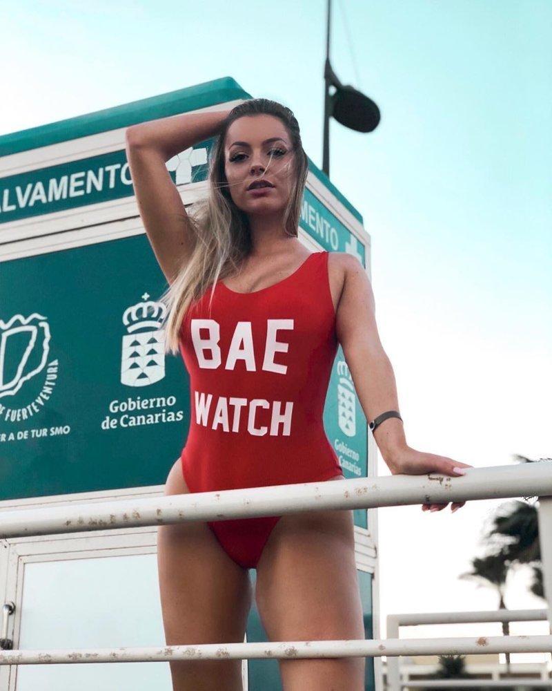 """""""Помогите, я тону!"""": 15 обворожительных спасательниц на пляже, в которых сложно не влюбиться"""