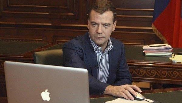Медведев поставил свой единственный лайк в Twitter