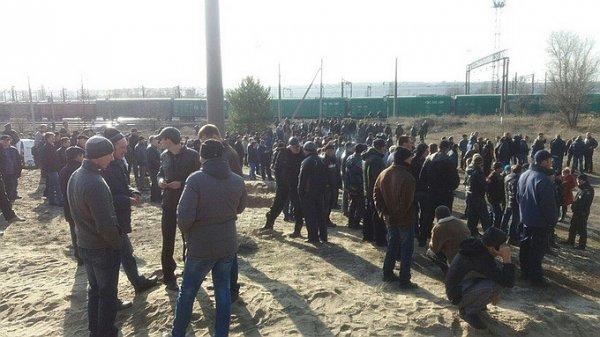 Жители Харьковской области прогнали блокировщиков Донбасса с криками: «Фашисты! Майданутые!»