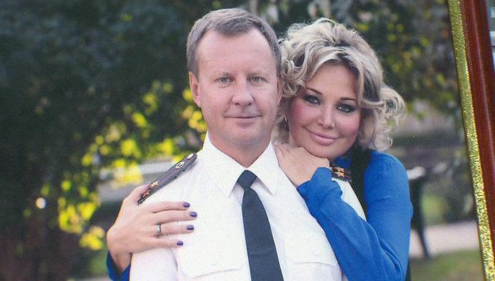 Максакова, жена беглого экс-депутата предателя хочет приезжать петь в Россию