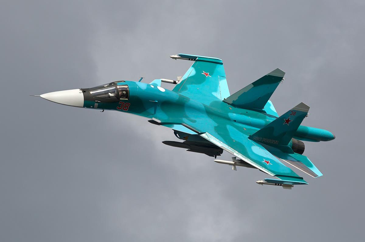 Два истребителя Су-34 столкн…