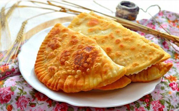 Чебуреки с картофельно-луковой начинкой