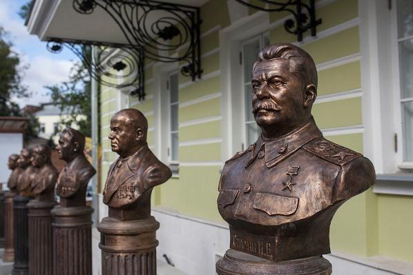 Людмила Алексеева: «Аллею правителей» создали специально для памятника Сталину