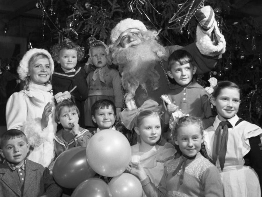 Фото с советским Дедом Морозом из 80-х годов
