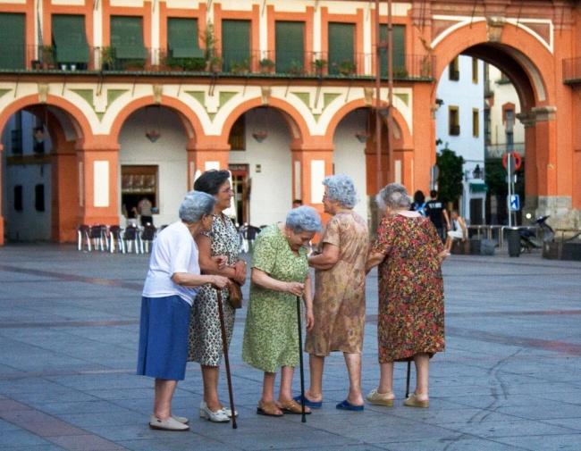 © DEPOSITPHOTOS  Кстати, насчет бабушек. Что меня поразило, так это четкая градация испанцев п