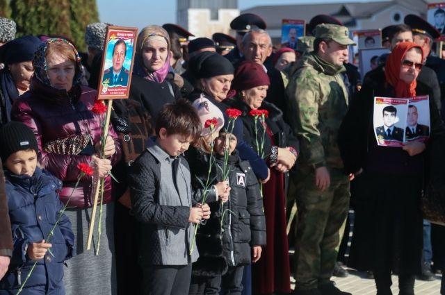В Назрани прошла акция в честь погибших при исполнении сотрудников МВД