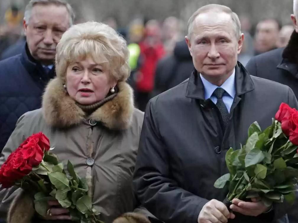 Путин прилетел в Петербург, чтобы почтить память Анатолия Собчака