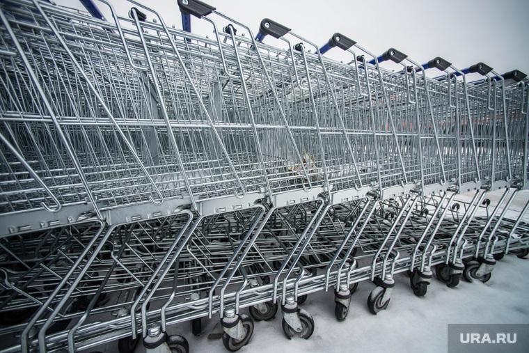 Россияне нашли способ не платить за тележки в супермаркете.