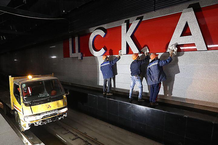 На станции ЦСКА установили бронзовые скульптуры спортсменов