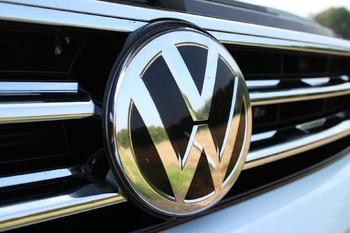 Volkswagen отзывает более 57 тысяч автомобилей Touareg