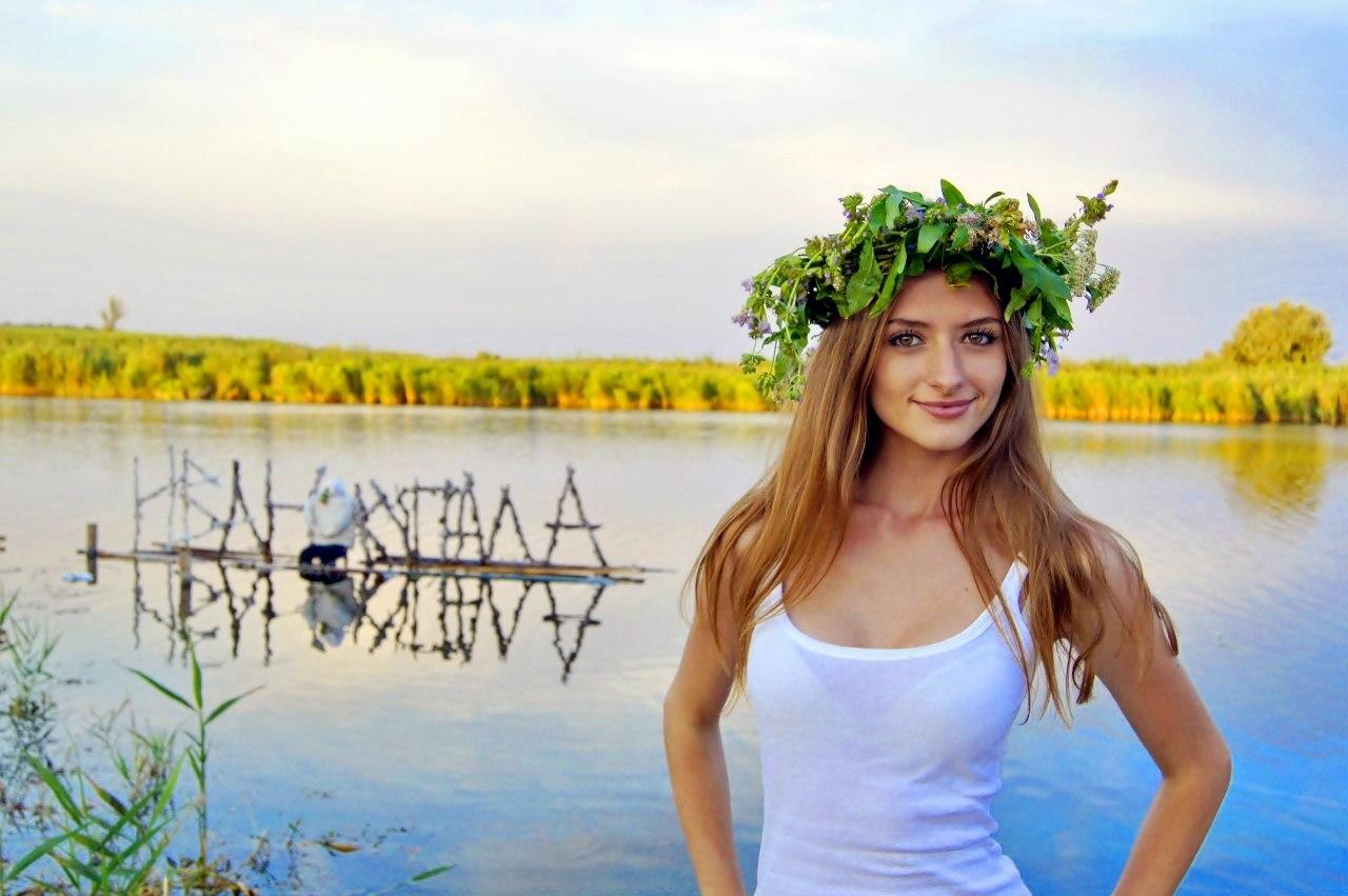 девушка славянской внешности с красивыми грудями снимания