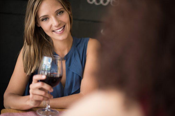 Как мы с подругой напились вина, а она давай звонить мужу и ругаться