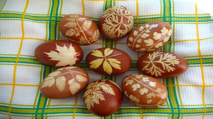 12 лучших способов красить яйца луковой шелухой (для начинающих)
