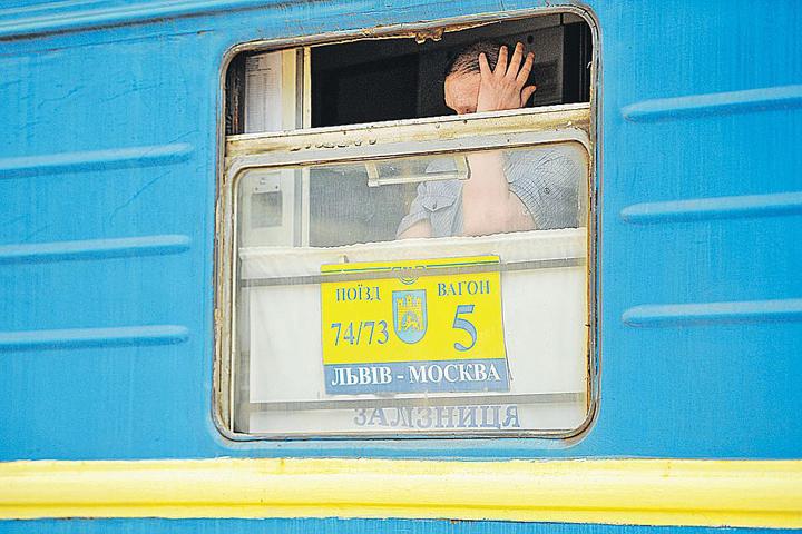 """Из """"незалежной"""" начался массовый исход украинцев в Россию"""
