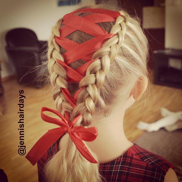 24. Косы с красной лентой волосы, праздник, прическа, рождество