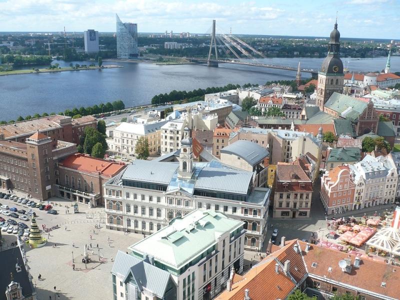 Лифты-пожиратели, кириллица и памятники: чего боятся депутаты Сейма Латвии