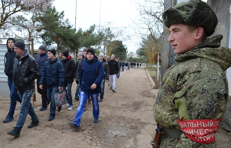 Украина требует у России отменить призыв на военную службу в Крыму