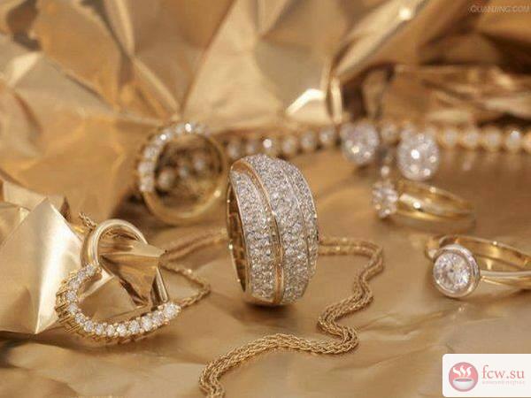 Золотые украшения: как правильно носить