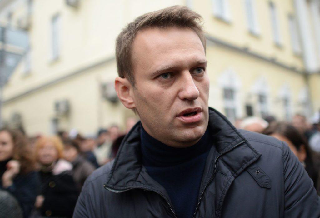 Навального снова бьют рублем