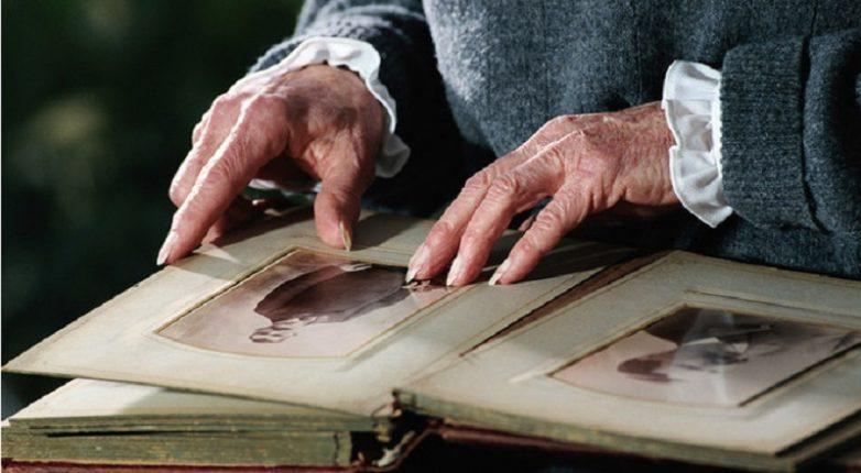 Почему нельзя хранить фотографии покойников в семейном альбоме?