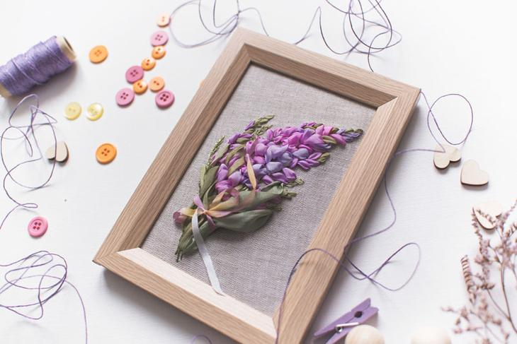 Как вышить лентами букет цветов
