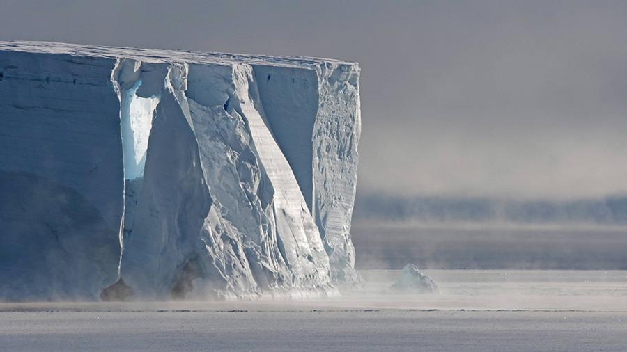 Айсберг весом 1 трлн т откололся от Антарктиды