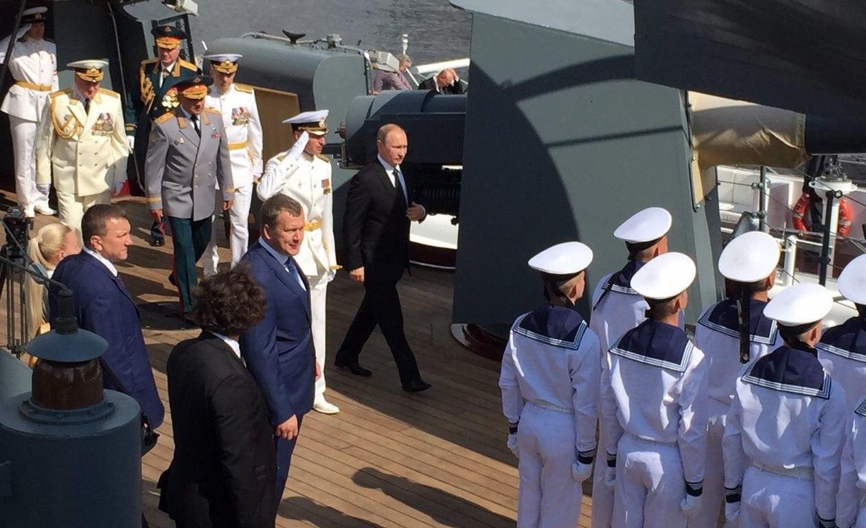 Владимир Путин принял участие в праздновании дня ВМФ в Санкт-Петербурге
