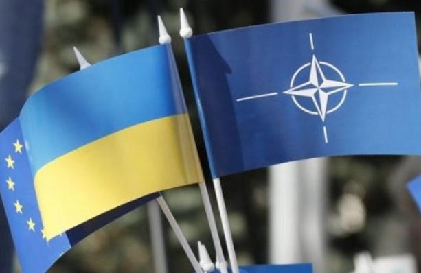 Турчинов заверил НАТО, что Украина легла и просит